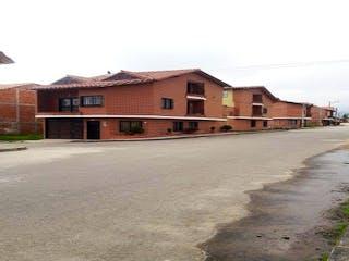 Un gran edificio de ladrillo con un gran edificio en Casa en venta en Casco Urbano El Carmen De Viboral de 5 alcoba