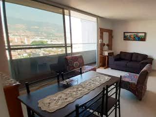 Una sala de estar llena de muebles y una ventana en Apartamento venta la paz envigado, Antioquia