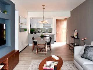 Una sala de estar llena de muebles y una chimenea en Real de Monteza