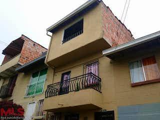 Un edificio que tiene una bandera en él en Barichara Casas