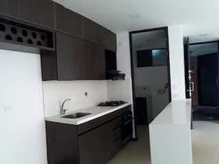 Una cocina con fregadero y nevera en Apartamento en venta en El Tesoro, de 86mtrs2