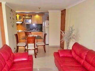 Una sala de estar con un sofá rojo y una silla en Apartamento en venta en Los Colores, de 58mtrs2