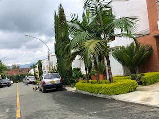 Un coche estacionado delante de un edificio en Lote en Venta VEREDA LOS ALTICOS SAN ANTONIO DE PEREIRA