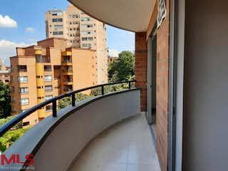 Una vista de una calle de la ciudad desde una ventana en Jardines De Zuñiga