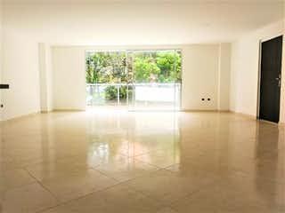 Una vista de una sala de estar con una ventana en Apartamento en venta en Alcalá, 121mt con balcon