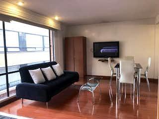 Una sala de estar llena de muebles y una televisión de pantalla plana en Edificio Street