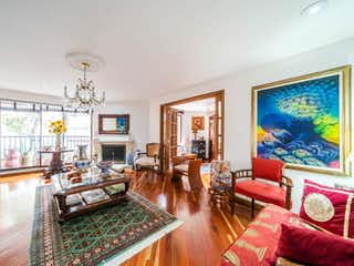 Una sala de estar llena de muebles y una televisión de pantalla plana en Apartamento En Venta En Bogota La Carolina-Usaquén