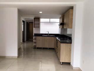 Una cocina con un horno de cocina y un fregadero en Apartamento en venta en La Ceja de tres habitaciones