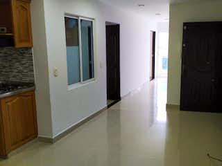Una cocina con nevera y una ventana en Apartamento en Venta Rionegro