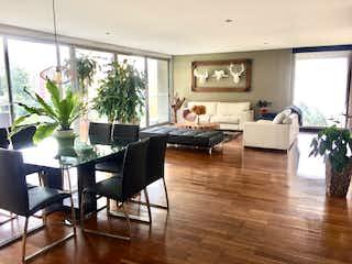 Una sala de estar llena de muebles y una planta en maceta en Apartamento en venta en La Candelaria de 3 hab. con Piscina...