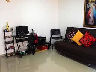 Una sala de estar llena de muebles y una televisión de pantalla plana en Apartamento en venta en Calle del Banco, 70mt con balcon