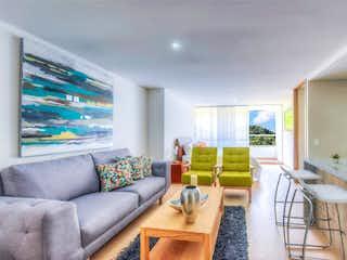 Una sala de estar llena de muebles y una televisión de pantalla plana en URB ORION
