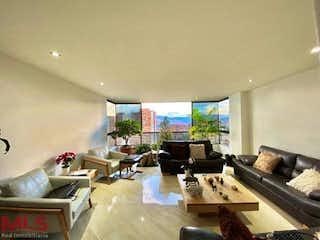 Una sala de estar llena de muebles y una mesa en Torres Del Castillo