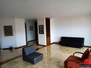 Una sala de estar llena de muebles y una chimenea en ED. BALEARES