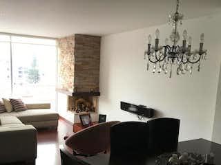 Una sala de estar llena de muebles y una ventana en Apartamento En Venta En Bogota Lisboa