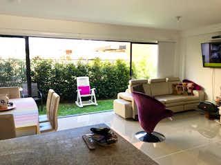 Una sala de estar llena de muebles y una ventana en Casa en venta en Fontibón de 190mts