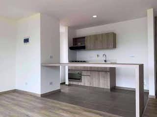 Un cuarto de baño con lavabo y un espejo en Apartamento en venta en Suramérica, 62mt con balcon