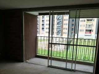 Un baño con una ventana y una puerta de cristal en Apartamento en venta en Samaria de 60m² con Piscina...