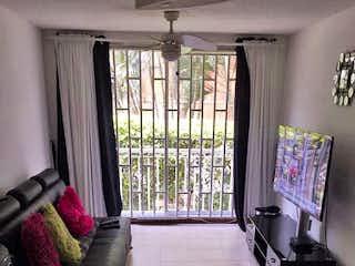 Una sala de estar llena de muebles y una ventana en Apartamento en venta en Los Colores, 68mt con balcon