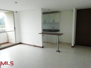 Un cuarto de baño con lavabo y un espejo en Capella
