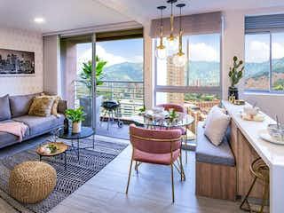 Una sala de estar llena de muebles y una gran ventana en MonteReal