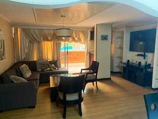 Una sala de estar llena de muebles y una televisión de pantalla plana en Se Vende Apartamento en Cumbres,Envigado