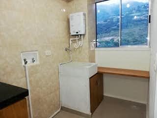 Un cuarto de baño con lavabo y bañera en Apartamento en venta en Niquía de 3 hab. con Gimnasio...