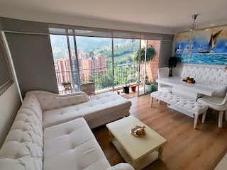 Una sala de estar llena de muebles y una ventana en Apartamento en venta en Cañaveralejo, 75mt con balcon
