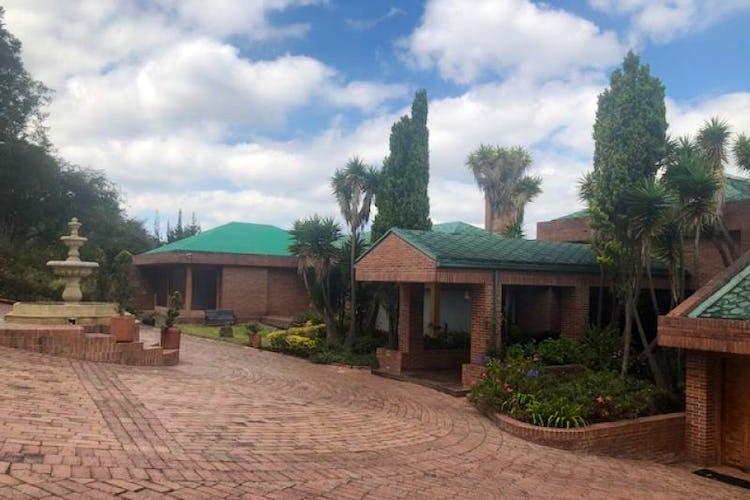 Foto 2 de Casa En Venta En Chia Cuatro alcobas, principal con chimenea, dos walk in closet