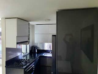 Cocina con nevera y horno de fogones en Apartamento en venta en Los Colores de 3 alcoba