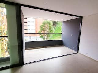 Una cocina con una ventana y una ventana en Apartamento en venta para estrenar  Envigado - Las Brujas