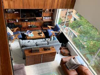 Una sala de estar llena de muebles y una ventana en Finisterre