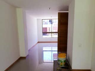 Una habitación que tiene una ventana en ella en Bilbao 2