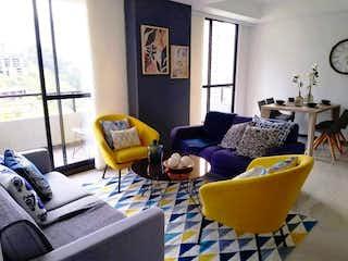 Una sala de estar llena de muebles y una ventana en ventum