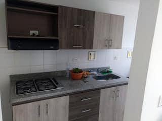 Una cocina con una estufa y un fregadero en Torreón de santa María