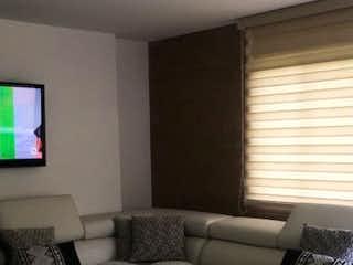 Una sala de estar con un sofá y una mesa de café en GUAYACANES DE SAN DIEGO