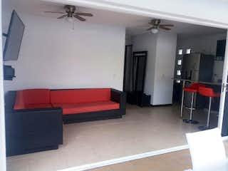 Un sofá rojo sentado en una sala de estar en Apartamento en Venta en Casco Urbano Santa Fé de Antioquia, de 64mtrs2