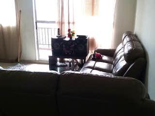 Una sala de estar llena de muebles y una ventana en Apartamento en venta en Suramérica, de 73mtrs2