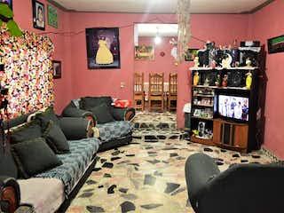 Una sala de estar llena de muebles y una chimenea en Casa en venta de 100 m2 en Tultitlán con 4 habitaciones