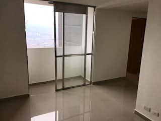 Un refrigerador congelador blanco sentado en una cocina en Apartamento en venta en Pajarito, 52mt con balcon