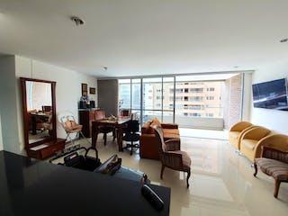 Una sala de estar llena de muebles y una televisión de pantalla plana en Apartamento en venta en Ciudad del Río, 121mt con balcon