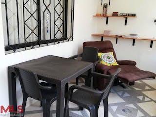Una silla y una mesa en una habitación en Rodeo Norte