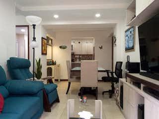 Una sala de estar llena de muebles y una televisión de pantalla plana en Se vende Apartamento en la Mesa, Envigado