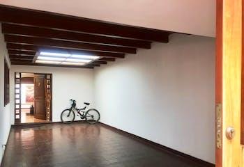 Casa en Bogota Alhambra - patio cubierto, dos garajes cubiertos
