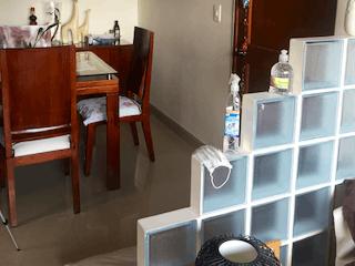 Una sala de estar llena de muebles y una ventana en Apartamento en venta en Caobos Salazar, de 74,5mtrs2