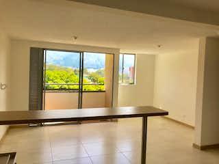 Una cocina con un gran ventanal y un gran ventanal en Apartaestudio en Venta AMAZONIA