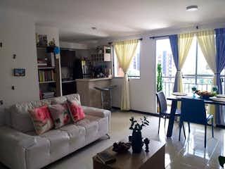 Una sala de estar llena de muebles y una gran ventana en URB MANANTIALES DE SURAMERICA