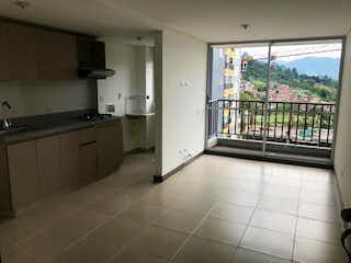 Una cocina con un lavabo y una ventana en URB SIERRA MORENA