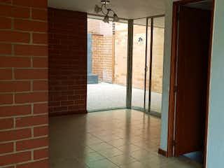 La pared de ladrillo con la puerta y la ventana en MAR DE PLATA