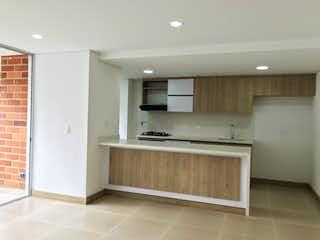 Un cuarto de baño con lavabo y un espejo en Apartamento Venta en Laureles para estrenar